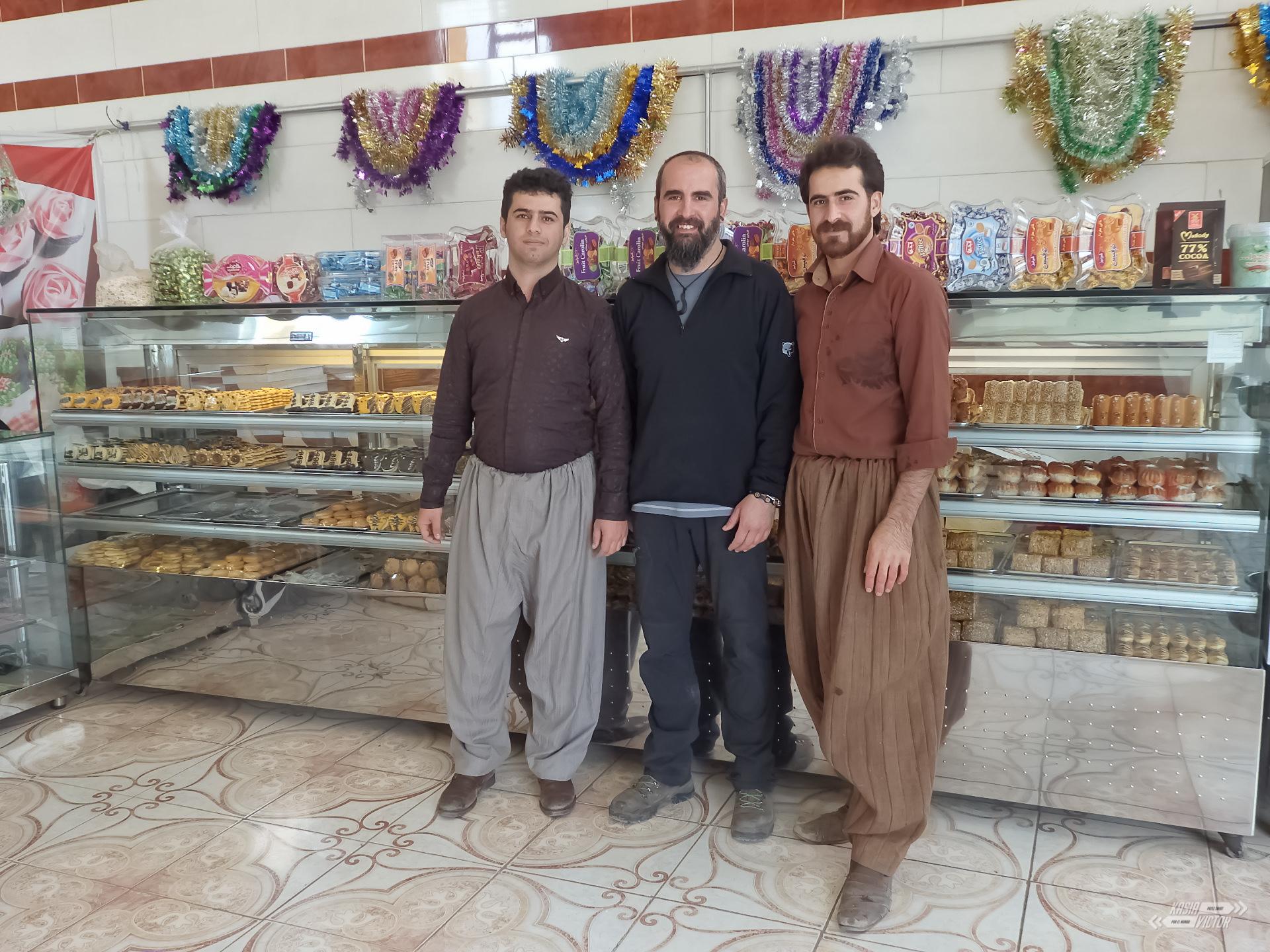 Kurdistan, Paveh, En La Pastelería